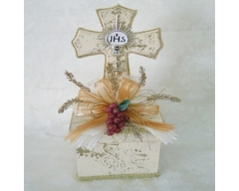 COMUNION WOODEN CROSS CENTERPIECE